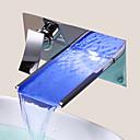 Zeitgenössisch Wandmontage LED / Wasserfall with  Keramisches Ventil Einzigen Handgriff Zwei Löcher for  Chrom , Waschbecken Wasserhahn
