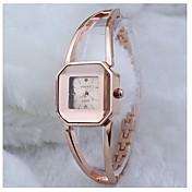 女性のファッションシンプルな中空の金のブレスレットの腕時計