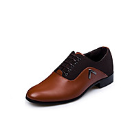 Hombre Zapatos PU Primavera Otoño Invierno Confort Oxfords Para Casual Negro Marrón Claro