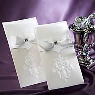 מדגם הזמנת בציר לבן פלור דה ליס חתונה עם תותב (סט אחד)