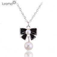 Lureme®Sliver Planted Pearl Bowknot Pattern Necklace