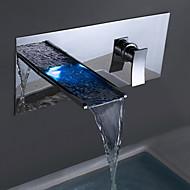Suvremeni Zidne slavine LED / Waterfall with  Keramičke ventila Jedan obrađuju dvije rupe for  Chrome , Slavina za kadu / Kupaonica
