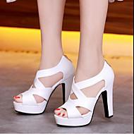 Naiset Sandaalit Comfort Gladiaattori PU Kevät Kesä Kausaliteetti Comfort Gladiaattori Valkoinen Musta Beesi Pinkki 5in tai enemmän