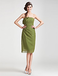 Knee-length Chiffon Bridesmaid Dress - Clover Plus Sizes / Petite Sheath/Column Strapless