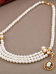 Les femmes en couches Pearl Necklace
