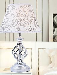 Abajur estilo moderno e minimalista torcida esvaziamento Metal Stand Tecido Sombra