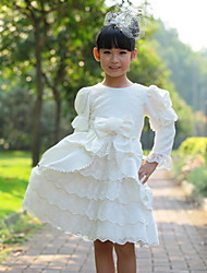 Mangas de soplo de la muchacha de múltiples capas en forma de vestido de la torta