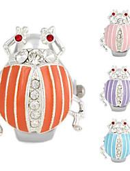 Donna bella Beetle Modello in metallo quarzo analogico dell'anello Watch (1pc)