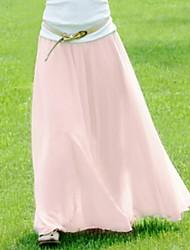 Frauen wischen den Boden Chiffon-Röcke