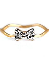 bowknot motif wavy métal des femmes prestance avec bague en diamant artificiel (1pc)