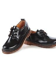 winble anciennes chaussures de chalaza de couleur unie