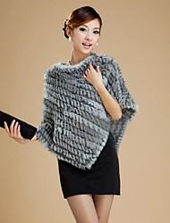 vera pelliccia genuina del coniglio lavorato a maglia delle donne ha rubato il mantello poncho