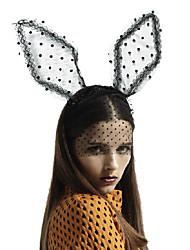 douce forme de l'oreille de lapin en dentelle noire tissu avec des petits bandeaux noirs tachetés de taille moyenne