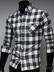 Controllare camicia di svago del modello
