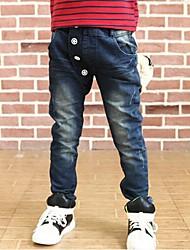 branco saco de papel de jeans do garoto