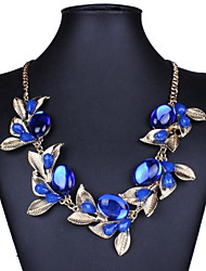 Women's European Fashion Golden Leaf Gem Necklace