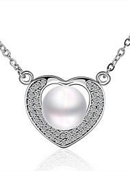 Retro Party Queen High-end Fashion Atmosphere Shining Pearl Heart Pendant Necklace