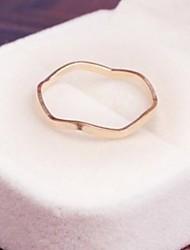 simples et élégantes quelques anneaux des femmes