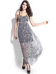 maxi vestido de chiffon em camadas revelando o dobro das mulheres