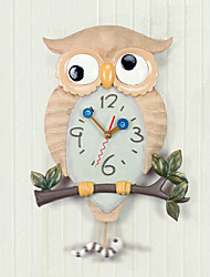 Owl Design Horloge murale en polyrésine avec Pendulum