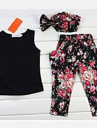 sin mangas negro encima de la muchacha y los pantalones de la ropa (incluyendo pañuelos impresos)