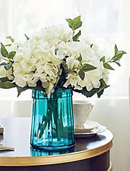 fleurs artificielles blanches six hyfrangeas avec vase bleu