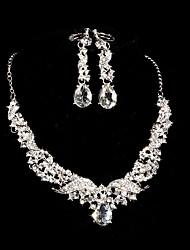 Ensemble de bijoux Femme Mariage Parures Alliage / Stras Stras Boucles d'oreille / Colliers décoratifs Argent