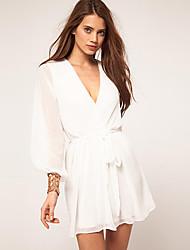 v cuello de las mujeres mini vestido, poliéster blanco / negro ocasional