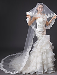 Luxurious Wedding Veil One-tier Cathedral Veils Lace Applique Edge