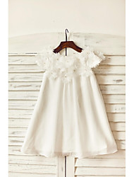 Sheath / Column Knee-length Flower Girl Dress - Chiffon Scoop with Flower(s)
