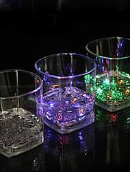 9 * 8.3cm colorido taza de la luz del flash de la inducción de plástico de agua de navidad a brillar la luz de la lámpara llevó 1pc