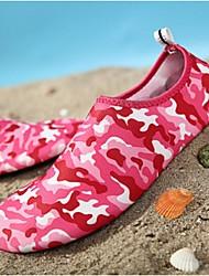 en plein air plage plage chaussures plongée en apnée des hommes et des femmes aux pieds nus à la peau des chaussures souples