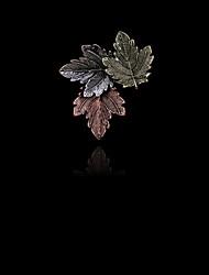 vintage da moda de três folhas de bordo broche