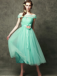 Tea-length Tulle Bridesmaid Dress A-line Off-the-shoulder with Appliques / Flower(s)