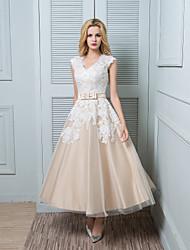 lanting novia una línea de vestido de boda-tobillo-longitud con cuello en V de encaje / raso / tul