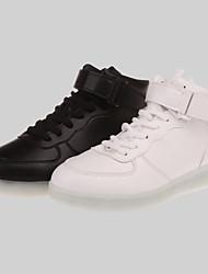 las de las mujeres llevaron los zapatos de carga USB a zapatillas de deporte al aire libre de cuero sintético / deportivo / negro ocasional / blanco