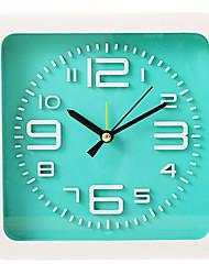 alarme plastique muet forme mignonne nouveauté horloge (couleur aléatoire)