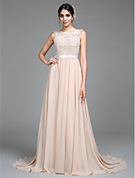 2017 TS Couture® Formal Evening / Military Ball Dress A-line Scoop Court Train Chiffon with Appliques