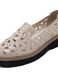 Damen-Sandalen-Lässig-PU-Flacher Absatz-Rundeschuh / Sandalen-Weiß / Mandelfarben