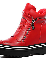 Women's Sneakers Winter Comfort Leatherette Office & Career / Dress / Casual Flat Heel Others Black / Silver Others
