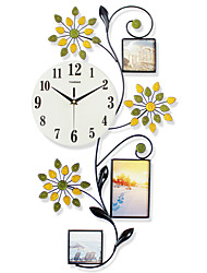 Modern/Contemporary Houses Wall ClockOthers Glass / Metal / Polyresin 13 Indoor Clock