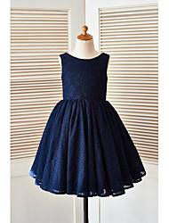 Une ligne de genoux longueur de genou robe fille - encolure sans manches avec fleur