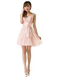 Vestido de dama de honra de chiffon curto / mini strapless a linha com babados