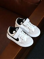 Bebê-Rasos-Conforto-Rasteiro-Branco Preto-Couro Envernizado-Ar-Livre Casual