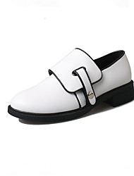 The new round head female leisure shoes with flat ladies shoes black white dichromatic
