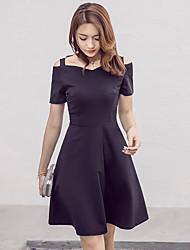 Le printemps était mince tempérament élégant féminin mis sur une grande robe noire à manches longues hepburn petite jupe robe à la jupe