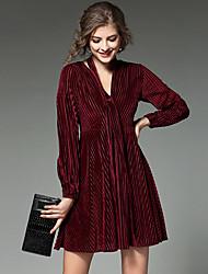 - véritable coup de feu au début du printemps 2017 nouvelle v-cou sexy veste plissée robe belle bande de velours