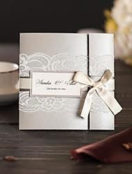 Тройной сгиб Свадебные приглашения 50-Пригласительные билеты Современный Перламутровая бумага Ленточный бант Кружева