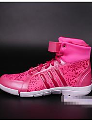 Синтетическая спортивная обувь