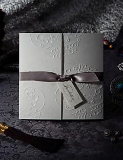 Unpersonalisierte Dreifach gefaltet Hochzeits-Einladungen Einladungskarten Formaler Stil / Vintage Stil / Blumiger Stil Geprägtes Papier